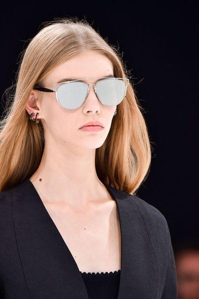 c82a5f0530b Les plus belles lunettes de soleil de l été 2015 repérées sur les défilés - L Express  Styles