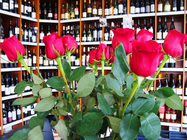 Darčeky na Valentína nájdete u nás v predajni. V ponuke máme aj nádherné kvety, stačí si len vybrať.  #valentin #valentineday #mojvalentin #valentinesday #ruze #kvety #darcek #gift #rose #instabratislava #instavino #insta #daruj #darujem #dar #inmedio #in_medio #inmediovalentin #krasnyvalentin #milujemkvety #krasnekvety #milujemruze #vinoteka #wineshop #darcekovyobchod #obchod #predajna