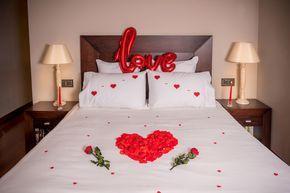 Con este pack podrás decorar una habitación o estancia romántica y sorprender a tu pareja. Decor Pack Te quiero #loverspack #habitacionromantica #nidodeamor #sorprender #sorprenderamipareja #nocheromántica #amor #love #regalos #regalocumpleaños #regaloaniversario #regalosoriginales #regalosdesanvalentin #ideasrománticas #regaloshombres #detalles #enamorados #rosas #pétalos #globos #velas #tequiero #Iloveyou #corazones #packromántico #romanticpack #decorpacks
