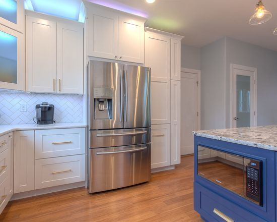 This stylish kitchen was completed by Reflections White and Intrigue Naval painted cabinetry. It is SO fresh and inviting. Thank you to Project Specialist Amanda George for completing such a great project.