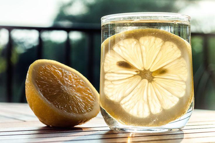 Woda cytrynowa | Lemon water justineyes.com #WodaCytrynowa #LemonWater