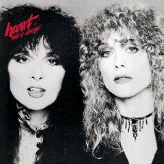 ナンシー・ウィルソン率いる「ハート」の写真。ナンシーのギターに惚れた女性も数多い。