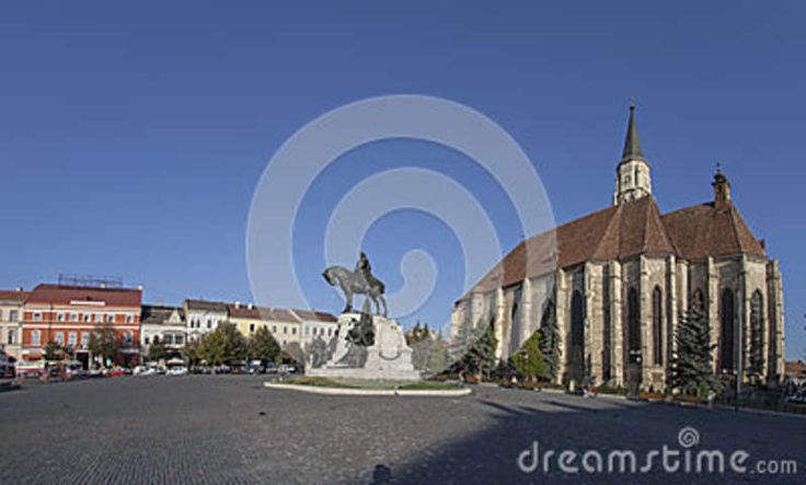 """In the middle of square you can see the statue of King Matthias (Matyas, Corvinus, Matei) - sculptor's name: Fadrusz János. Behind the statue is the Saint Michael's church situated in the center of Cluj Napoca on Piata Unirii Square (Kolozsvár, Klausenburg) """"capital"""" of Transylvania."""