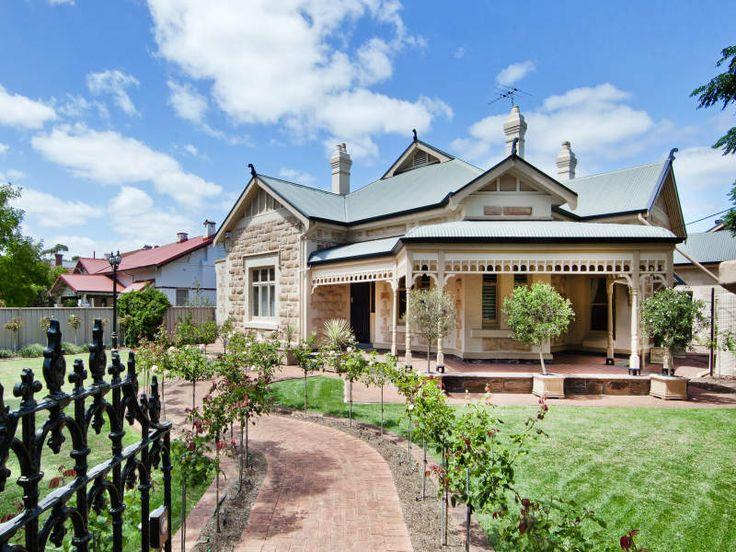 Brick edwardian house exterior with porch & landscaped garden - House Facade photo 121149