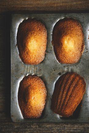 Voici pour vous la recette des délicieuses madeleines qui accompagnent très souvent ma tasse de thé et une branche de mimosa pour souhaiter une très bonne fête à toutes les grands-mères. :) Madeleines pour le thé Ingrédients pour 18 madeleines environ...