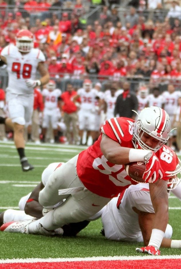 Ohio State Buckeyes tight end Marcus Baugh (85) fights to score a second quarter touchdown