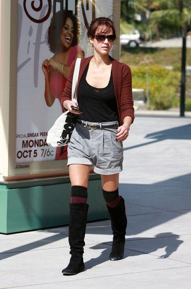 Jessica Alba Photos Photos - Actress Jessica Alba is seen shopping at Westfield Shopping Center in Los Angeles. - Jessica Alba Shopping At Westfield Shopping Center