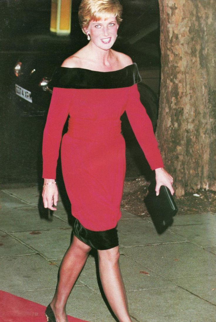 """On 24th September 1990 the Princess of Wales is at London's Aldwych Theatre for a charity performance of Noel Coward's """"Private lives""""."""