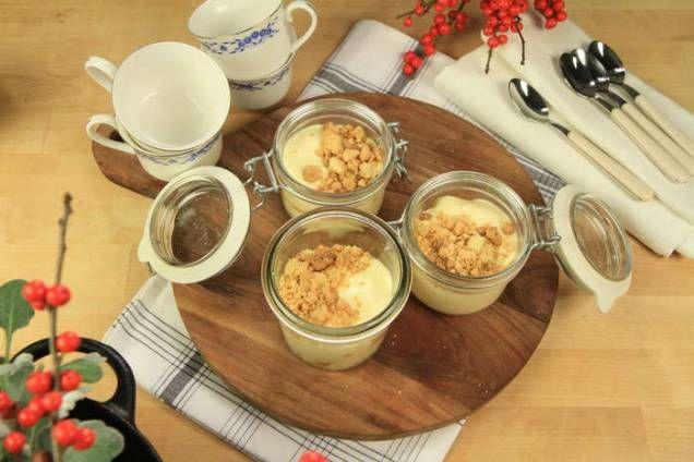 Roy Fares har gjort en utmärkt vit chokladmousse med hjälp av mandarinkompott. Läs också:Härhittar du alla recept du behöver för att laga enperfekt nyårsmiddag