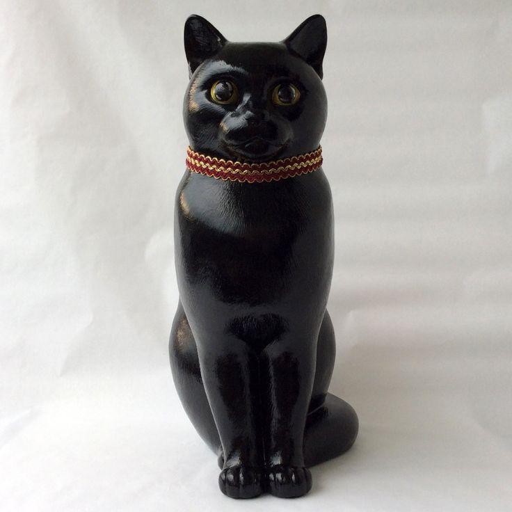 """Статуя, сидящая задумчивая кошка, декоративная отделка с современным дизайном,   Размер: 15 """"x 13"""" x 7.5 """"(38 x 33 x 19 см)   Скульптурный образ  художником производит ручные отливки высокопрочного гипса. Каждое литье расписано вручную автором в различных методах и цветах. Каждая копия уникальна."""