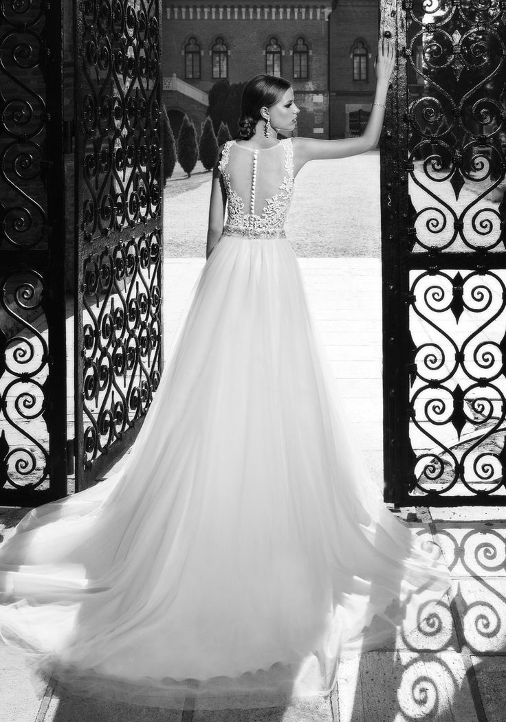 This fairytale 2016 A-line luxury wedding dress, flairs at the waist with a soft tulle skirt, highlighting a figure-enhancing look. See more of Addicted to Style at our website www.biensavvy.eu or book an appointment for a showroom fitting at office@biensavvy.eu