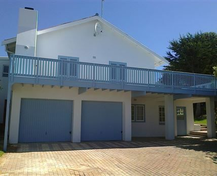 View of the Main House from the road. New blue and white colour scheme completed in Aug 2014! Stilbaai