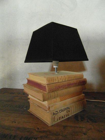 Lampenvoet oude boeken, leuk om zelf te maken!