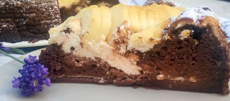 Hrušky a čokoláda sú overená kombinácia. A svedčí k nim aj tvaroh ;) #recept #kolac #hruska #cokolada