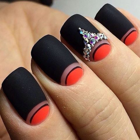 #naildesign #nailswag #nails #nailart #nail #ногти #маникюр #маникюрчик #маник #гельлак #шеллак #лунныйманикюр #лунки #дизайнногтей #идеиманикюра #красный #черный #стразы #стразынаногтях