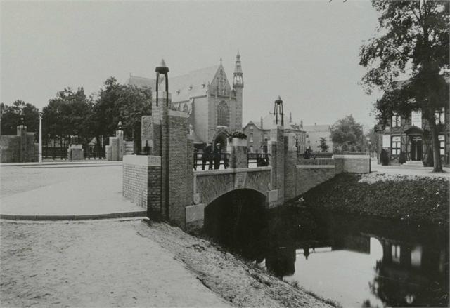 Breda - Haagweg met mooie brug en op de achtergrond de St. Annakerk - rond 1935.