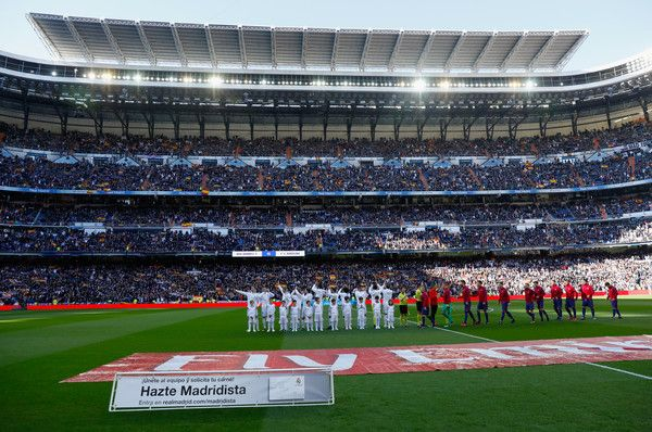 Real Madrid and Barcelona line up prior to the La Liga match between Real Madrid and Barcelona at Estadio Santiago Bernabeu on December 23, 2017 in Madrid, Spain.