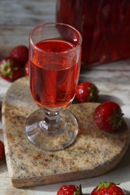 Pyry na Gaz: Nalewka truskawkowa z płatkami róży