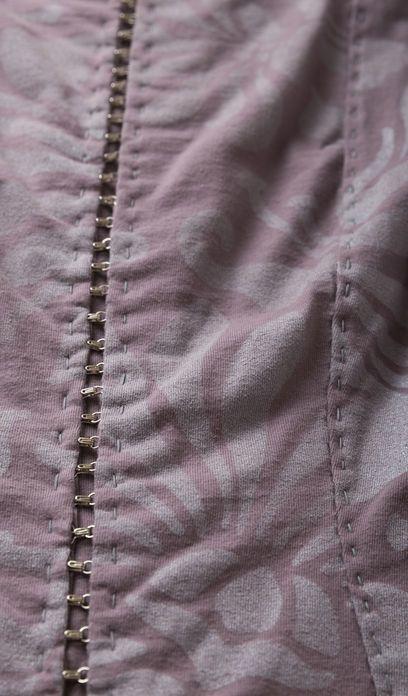 Pin tillagd av fatemeh på fabric manipulation embroidery