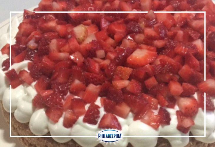 Sube tus recetas en Co-Creando y descubramos juntos nuevos platillos. ¿Qué te parece este Mostachón de Fresa que nos compartió Claudia Karina?  #recetas #quesophiladelphia #philadelphia #crema #quesocrema #postre #cocreando