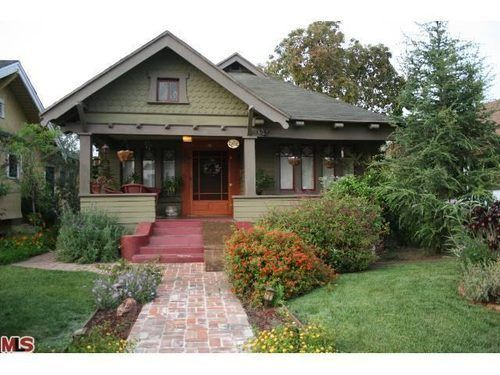 1908 Craftsman home in Jefferson Park - I especially love the interiors such as the gorgeous wood living room #craftsman