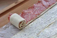 Es muss nicht immer süss sein! Auch herzhaft schmecken diese Rosen einfach prima Zutaten: – 1 Pkg Blätterteig – 1 Pkg Salami (oder nach Wunsch auch Bacon – Achtung, kräuselt sich stark – oder normaler Schinken) – 100 gr Frischkäse … Weiterlesen →