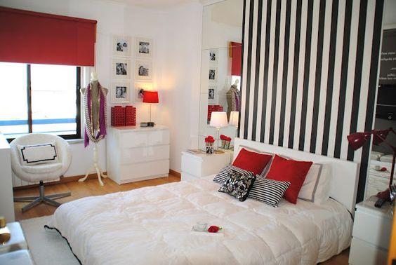 quarto branco, preto e vermelho: