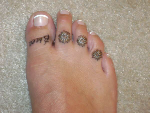 Daisy 39 s on toes tattoo tattoos pinterest margaritas for Toe tattoos pinterest