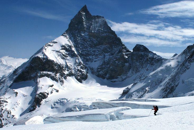Noshaq (7,485 m), highest point in Afghanistan, located in the Hindu Kush mountain range.