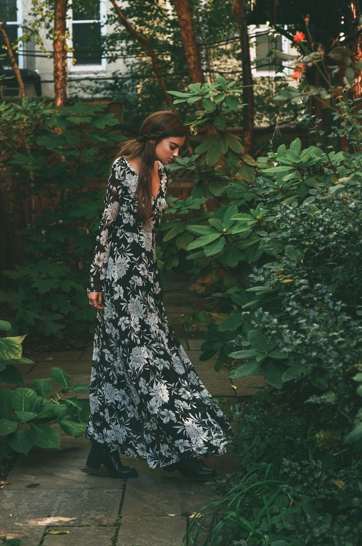 Awesome 62 Trends Ideas For Long Sleeve Maxi Dress To Makes You Look Casual. More at http://trendwear4you.com/2018/02/22/62-trends-ideas-long-sleeve-maxi-dress-makes-look-casual/