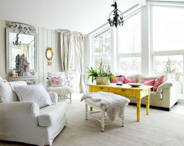 белая гостинная желтый стол и диван