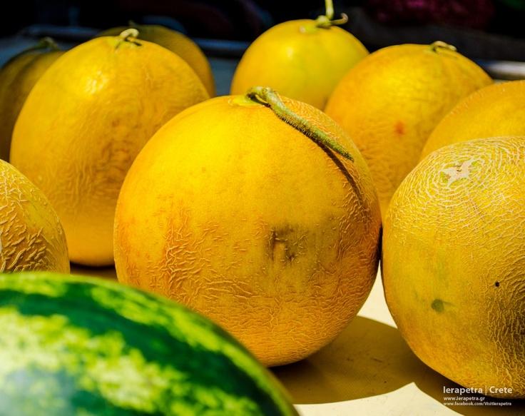 Κίτρινα, στρογγυλά, ζουμερά και γλυκά πεπόνια!Yellow, juicy and sweet melons!(CC-BY-SA 3.0)