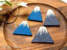 富士山ブローチ - ヒツジフエルト縮絨室 -by ヒツジフエルト縮絨室[Mt.Fuji Brooch by Felt Fulling Lab]