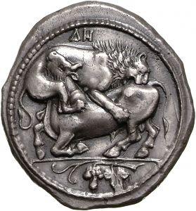 Tetradracma - argento - Akantho, Macedonia (450-400 a.C.) - un leone assalta e sbrana un torello, in basso: grappolo d'uva e foglia - Münzkabinett Berlin