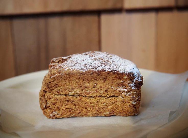 おはようございます 販売中のスコーンの中にオーガニックグラハムが仲間入りしました 有機素材にこだわっており見た目にも可愛らしいです イートインは勿論お持ち帰り用にお包みも出来ます #gardenhousecrafts #cpcm #scone #coffee #sandwich #bread #harajuku by garden_house_crafts_cpcm