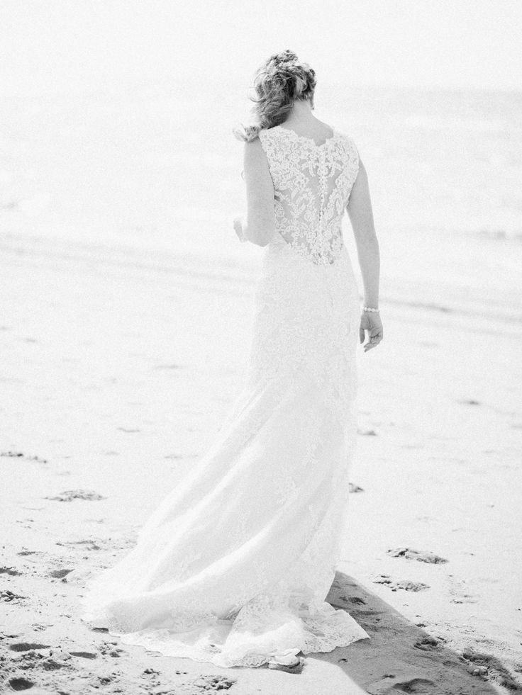 Dreamy beach Wedding Photos Ideas Bohemian Romantic Bride | Rox and San Destination Photography in Ibiza, Mallorca, Barcelona, Formentera, Bali