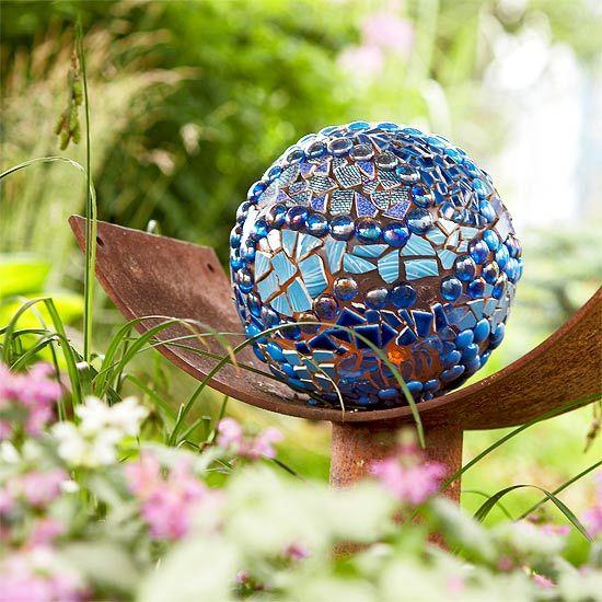 mosaic bowling ball: Gardens Ideas, Ball Gardens, Bowls Ball Art, Gardens Ball, Broken Glasses, Gardens Art, Gardens Mosaics, Mosaics Ball, Employment Gardens