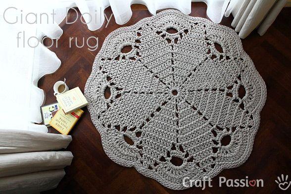 Giant Doily Rug free pattern -- trendy rug for home that you shouldn't miss.╭⊰✿Teresa Restegui http://www.pinterest.com/teretegui/✿⊱╮