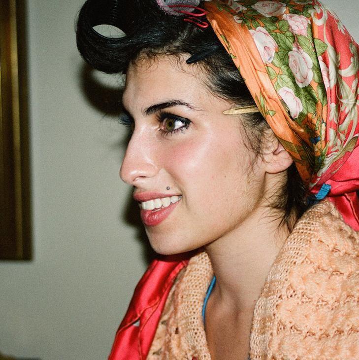 Fotograaf Charles Moriarty wil met nooit eerder getoonde foto's de herinnering aan Amy Winehouse in leven houden.