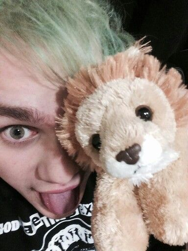 Michael) Hello losers, my name is Michael and I am 19 years old. I am the son of Scar. Yeah yeah my dad killed his brother, forgive and forget am I right? I am rotten to the core. I am single and one day I will be king. Acacia and Jade are my sisters even if they aren't blood... ~Michael