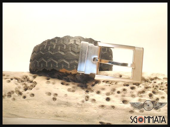 Cintura fatta a mano con copertone di bici // elegante fibbia metallo color argento spazzolato // made in italy // idea regalo //  art. 031
