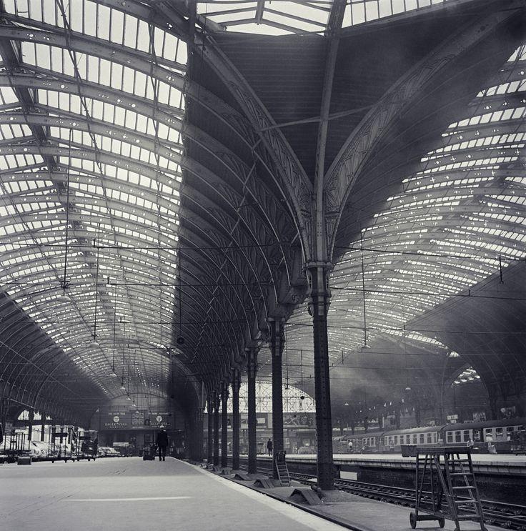 London Paddington station in 1968 [2695x2724] [OS]