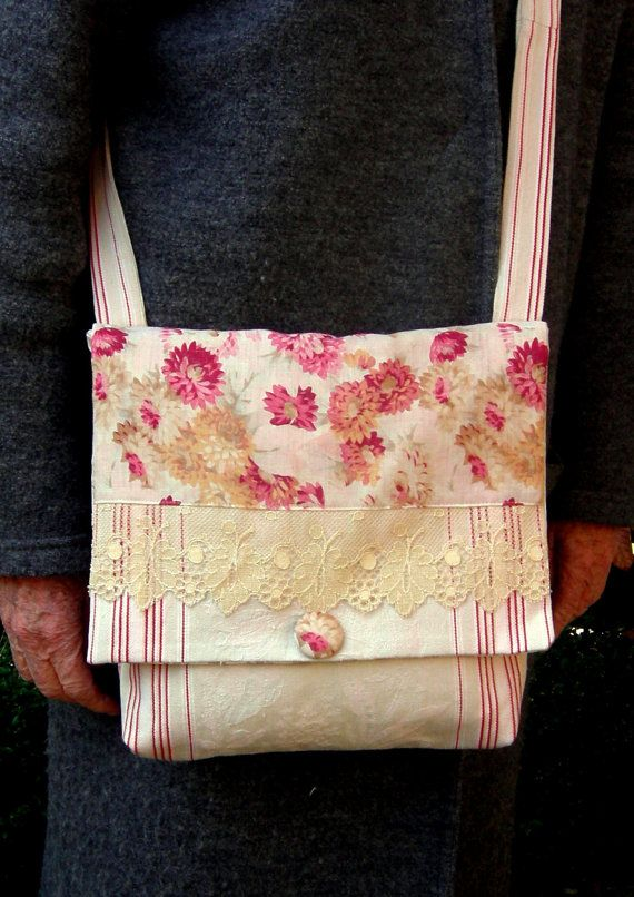 1 Crossbody Bag from Vintage Fabrics / Sac en bandoulière Romantic Practical Small