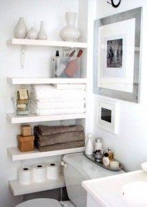 Creatieve oplossing voor opbergruimte in de kleine badkamer
