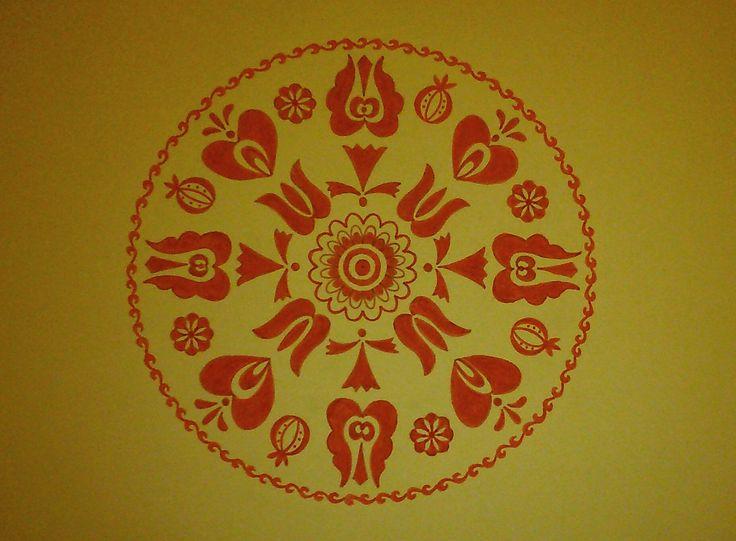 Magyar népi virágmotívumokkal díszített mandala