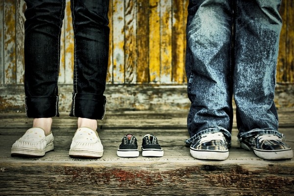 Here is what my wife and I decided to do for our baby announcement :) davidegailey: Pregnancy Announcements, Births Announcements, Baby Announcements Shoes, Cute Ideas, Cute Baby Announcements, Announcements Ideas, Baby Announcements Photo, Announcements Baby, Baby Shoes