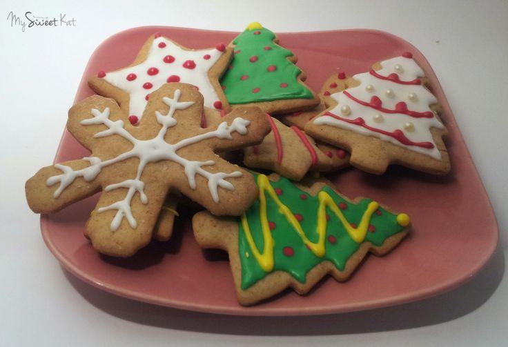 Biscuits pain d'épices. recette : http://www.cestmamanquilafait.com/article-la-recette-du-bonshome-en-pain-d-epice-origine-le-conte-shrek-62863016.html