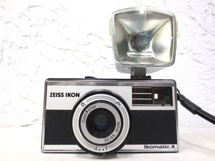 Vintage Carl Zeiss Icon 35 mm Camera with Ikoblitz LD Flash, Germany, Works
