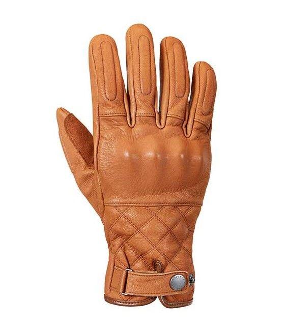 GUANTES DE MOTO  TRIUMPH BARBOUR: Los primeros guantes fabricados en colaboración de Triumph / Barbour Internacional. Su color tostado y los detalles acolchados con remate de doble puntada, los convierten en el complemento perfecto a la chaqueta de igual nombre.