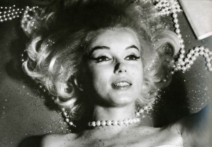 Photographer Bert Stern has opened up about the three-day session he spent with Marilyn Monroe for her Last Sitting for Vogue (1962), just six weeks before she died. See the interview with Stern in which he tells his memories. Below you will find a collection of photos of Marilyn from her last session for Vogue.